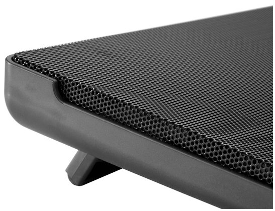 Cooler Master NotePal I300 laptop cooler closeup