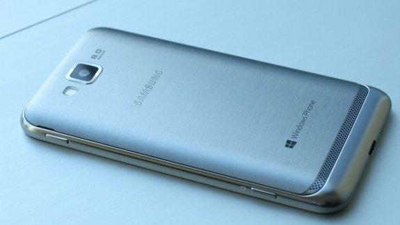 Samsung Ativ S Windows Phone 8 rear
