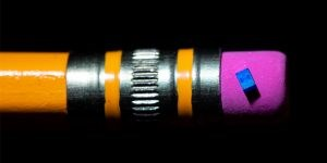 intel smallest spin qubit