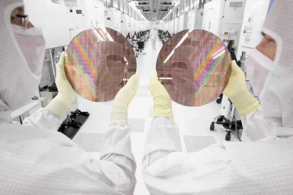 A Peek Inside The Cleanroom Of Globalfoundries Photos