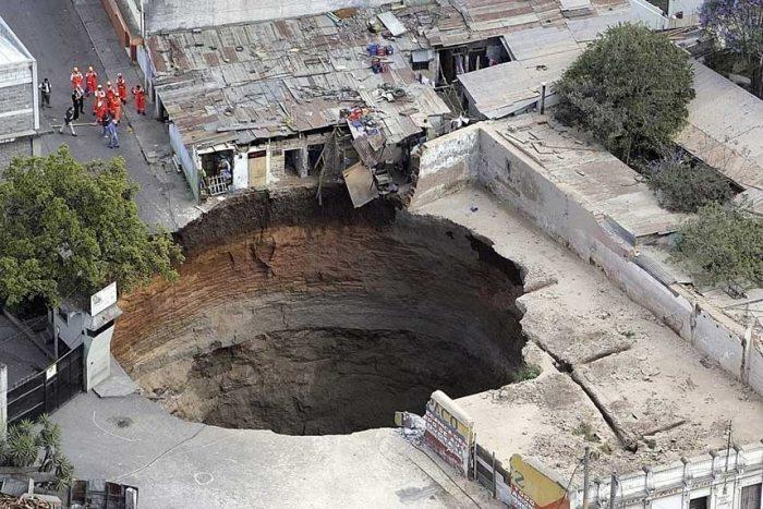 guatemala_sink_hole_2.jpg