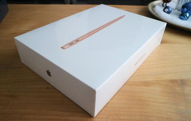 Apple MacBook Air M1 retail box