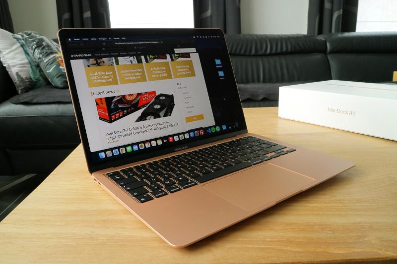 Apple MacBook Air M1 display on