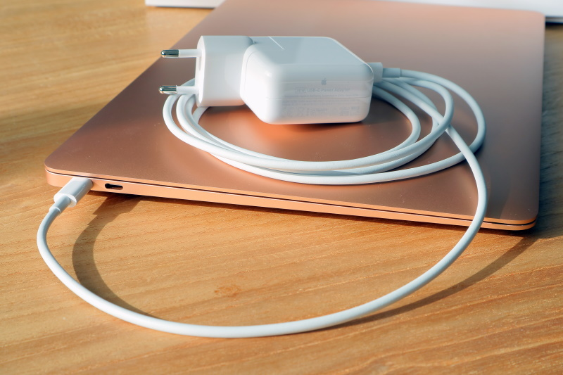 Apple MacBook Air M1 charger