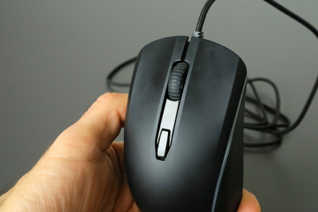 HyperX Pulsefire Surge front buttons