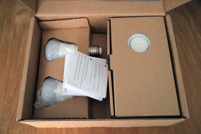 Philips Hue Starter Kit inside the box