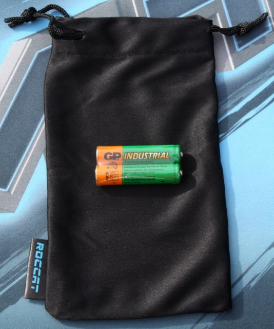 Roccat Pyra bag   and batteries