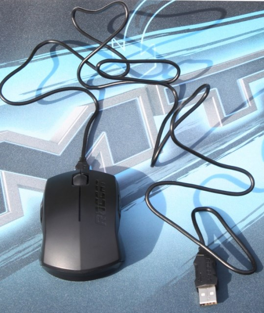 Roccat Pyra USB cable   plugged in